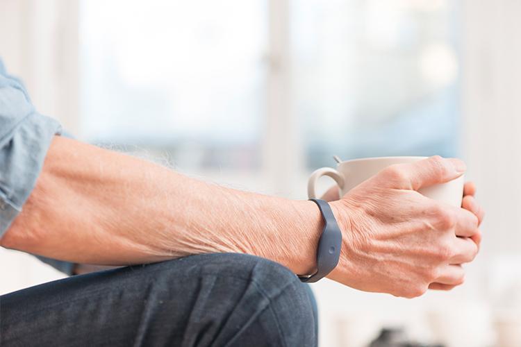 Startup Produsen 'Smart Wirstband Khusus Manula' Dapat Pendanaan 5,1 Juta Euro