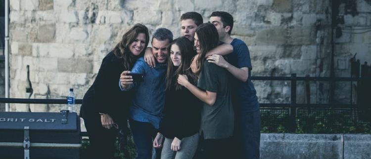 Handphone Terbaru untuk Selfie